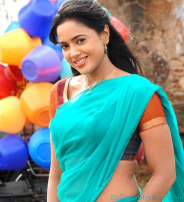 sameera-reddy-amala-paul-in-vettai-2