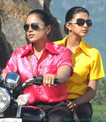sameera-reddy-amala-paul-in-vettai-4