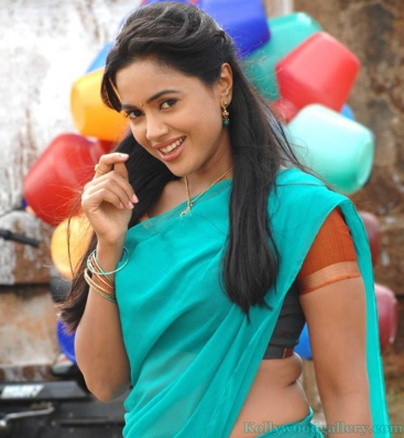sameera-reddy-amala-paul-in-vettai-5